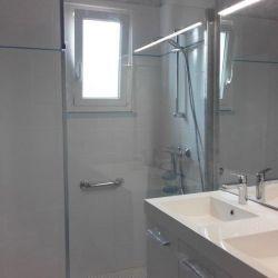 Enlèvement de la baignoire en créant une douche facile d'accès