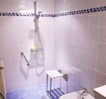 Salle de bains pour personne à mobilité réduite la rochelle